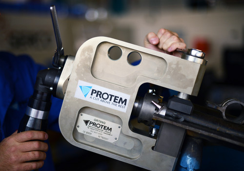 GR76 - Machine à chanfreiner et à gruger les ailettes de panneaux de chaudières