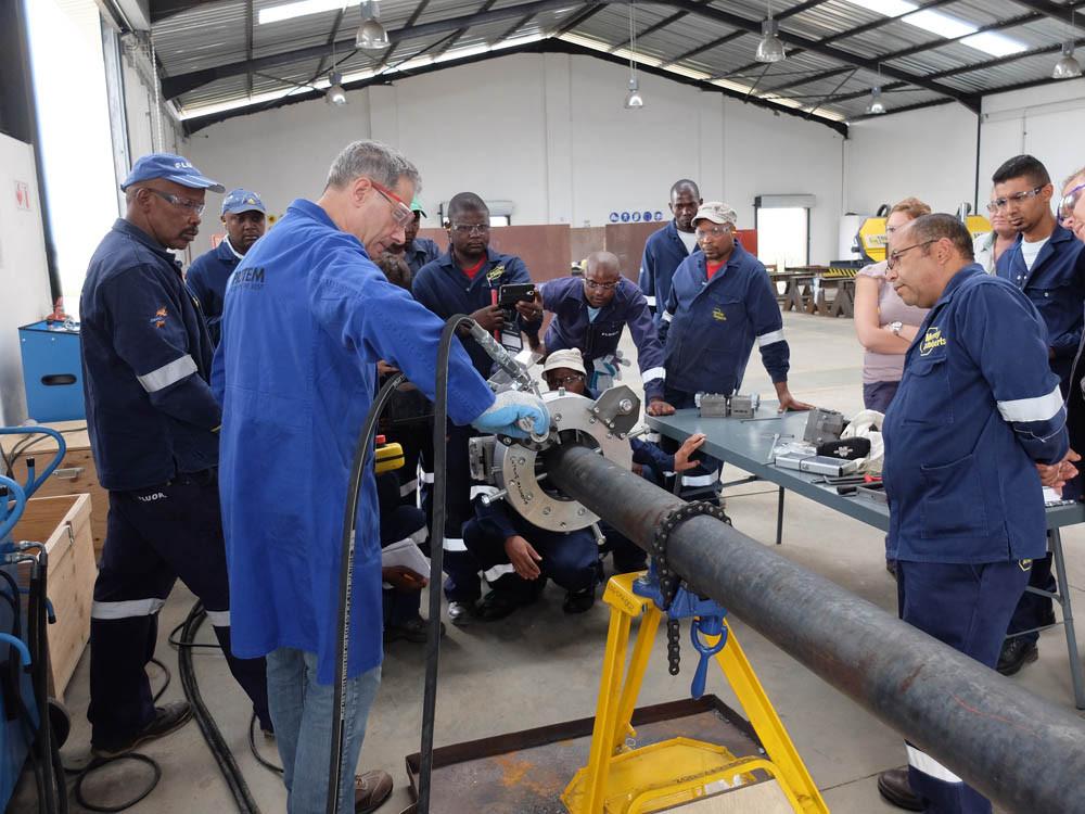 Formation-sur-site-Afrique-du-sud-sur-machine-de-coupe-TT.jpg